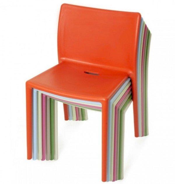 sedie air chair magis impilate davanti