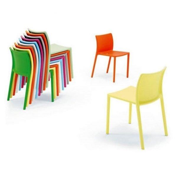 sedie air chair magis impilate vari colori