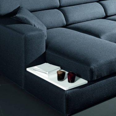 divano con chaise longue dettaglio