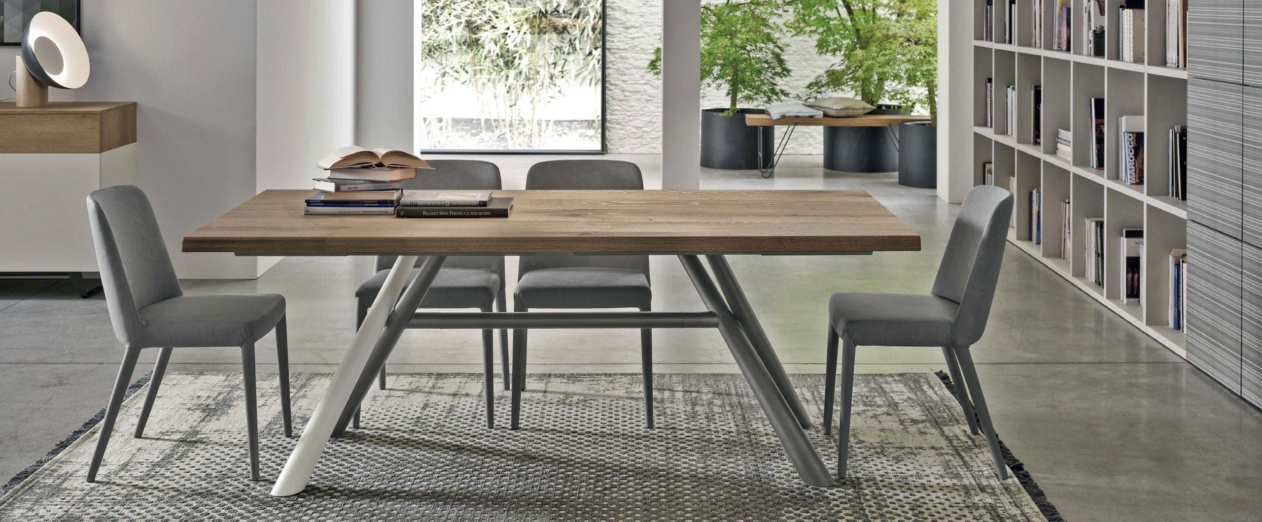 Tavolo Tudor gambe metallo top rovere